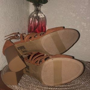 Shoes - Strappy sandals